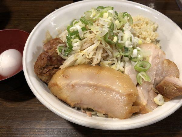 「油そば醤油大盛豚券カラメニンニク ネギマシマシ」@ちばから 渋谷道玄坂店の写真