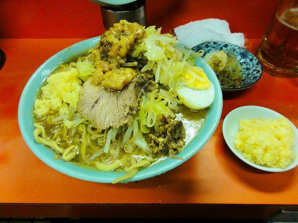 「ラーメン850円ちょい野菜ちょいアブラニンニク多めビール」@ラーメン富士丸 神谷本店の写真