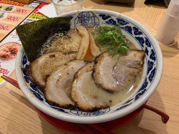 「亀王ラーメン昔味チャーシュー麺」@九州らーめん亀王 JR新大阪駅店の写真
