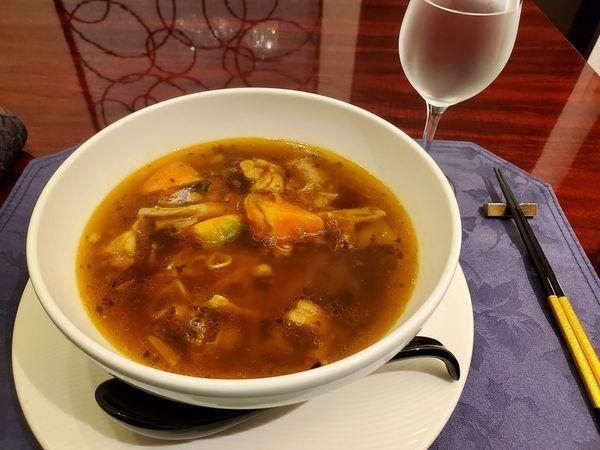 「牛やわらか煮トマトスープ麺」@中国名菜 敦煌 (チュウゴクメイサイ トンコウ)の写真