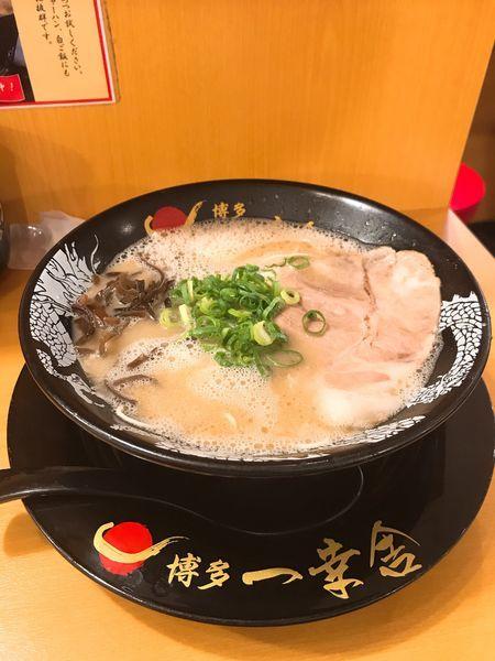 「ラーメン+半替玉」@博多 一幸舎 エキマルシェ大阪店の写真