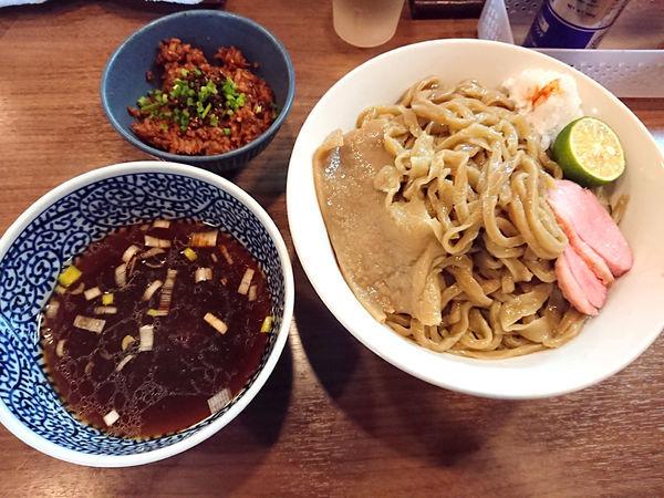 「鴨豚貝の手打ざる中華+なまり節ご飯」@煮干しつけ麺 宮元の写真