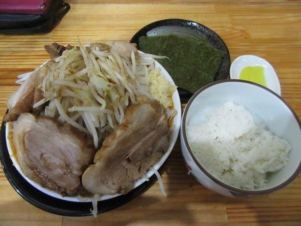 「極太麺 辛味噌(900円)+チャーシュー+半ライス」@麺屋 とん嬉の写真