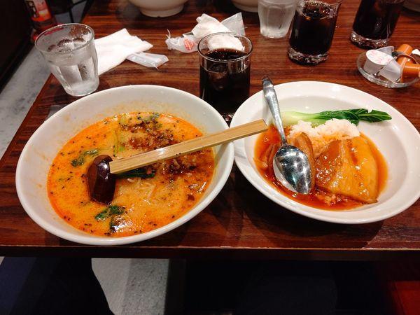 「本日のランチ②(担々麺+豚バラ丼)985円」@上海華龍 ヤマダ電機LABI1高崎店の写真