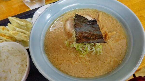 「餃子定食(醤油とんこつ)850円」@らーめん中濱屋の写真