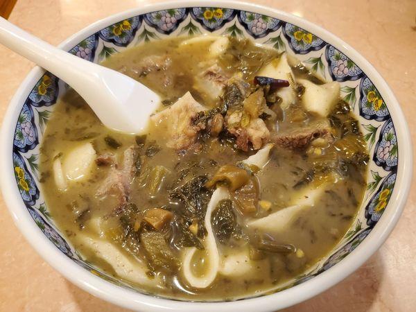 「高菜と和牛筋肉入りビャンビャン麺」@蘭州牛肉拉麺 東珍味小籠包の写真