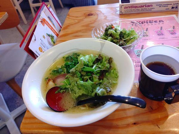 「鶏パイタンラーメン(並盛・130g)825円」@Red Heart kitchenの写真