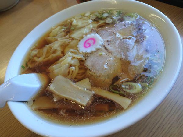 「中華そば 手打ち麺 600円、ワンタン100円」@中華そば すわの写真
