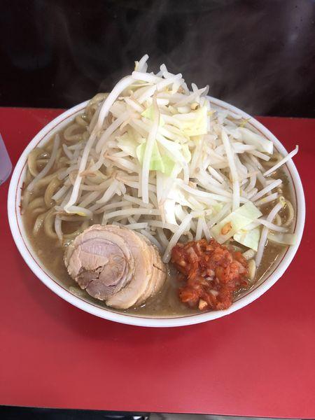 「ラーメン(大盛り500g野菜マシにんにく辛たま)」@用心棒 本号の写真