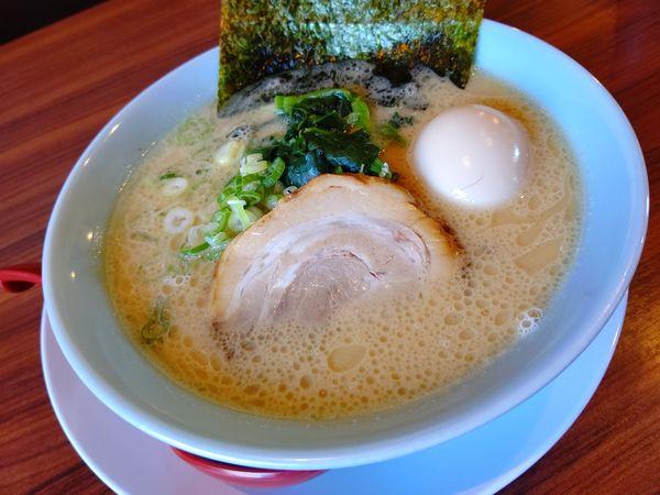 「豚骨醤油ラーメン(並盛・150g)780円」@富意家の写真
