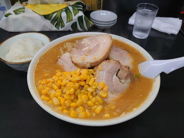 「味噌チャーシュー+コーン」@萬馬軒 諏訪店の写真