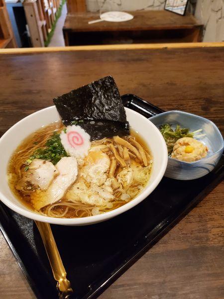 「新名物醤油ラーメン+餃子」@麺処 よつかどの写真