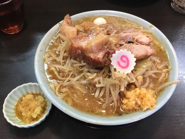 「ラーメン(麺少なめ)+ニンニク+ちょい脂+生姜ダレ」@自家製麺 No11の写真
