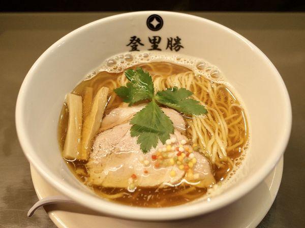 「煮干し醤油らーめん…820円+焼きサバ寿司(2個)…250円」@らぁめん登里勝の写真