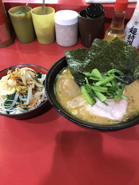 「ラーメン+玉子+野菜畑」@家系総本山 吉村家の写真