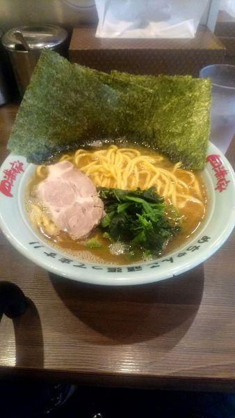 「ラーメン 中 かため 海苔まし」@横浜家系ラーメン 円満家 大塚店の写真