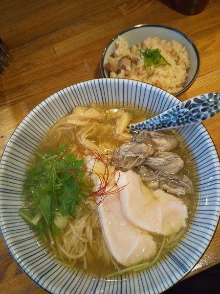 「【昼限定】牡蠣そば900円炊き込みご飯150円」@中華そば きなりの写真