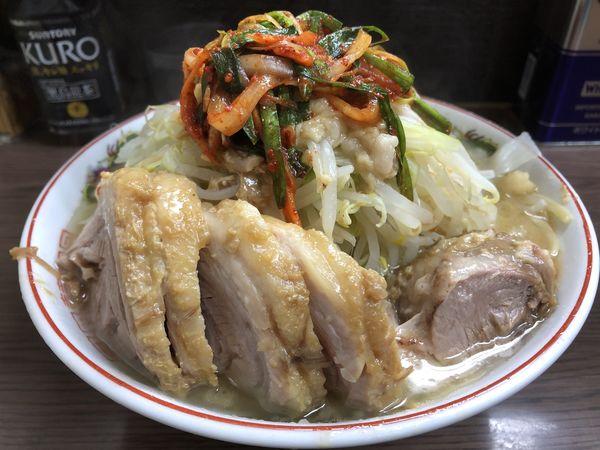 「小豚+ニラキムチ」@ラーメン二郎 横浜関内店の写真