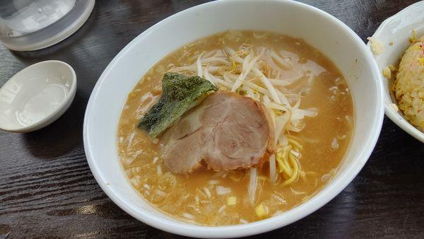 「とんこつ味噌ラーメン(セットミニチャーハン)」@南京亭 日高店の写真