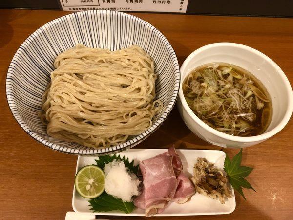 「【煮干し限定 秋】 秋刀魚煮干しつけ麺 ¥1000」@自家製手もみ麺 鈴ノ木の写真