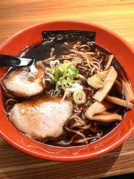 「富山ブラック 黒醤油ラーメン…770円」@麺家いろは CiC店の写真