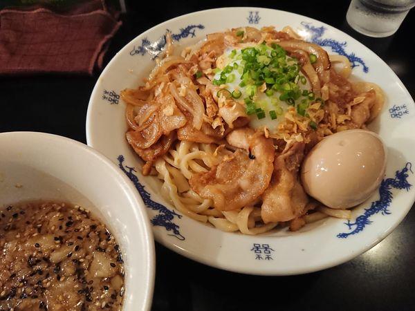 「【限定】ポークジンジャーつけ油そば850円+味玉(ラーパス」@麺家 うえだの写真