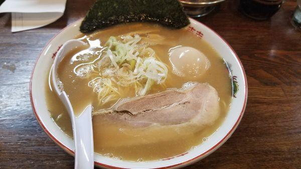 「味玉屋台らあめん ストレート麺」@らあめん 寸八 総本店の写真