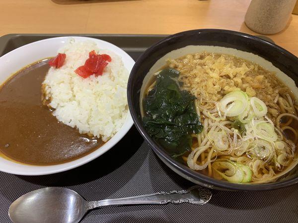 「温たぬきハーフカレーセット 690円」@とらそばの写真