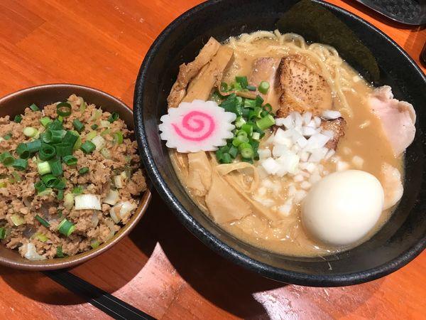 「特製濃厚中華そば+チャーシュー丼1,030円+250円」@中華そば 輝羅の写真