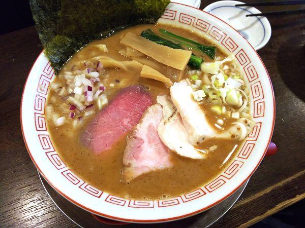「鶏豚骨魚介ラーメン+ニンニクの和え玉」@立ち呑み居酒屋 金町製麺の写真