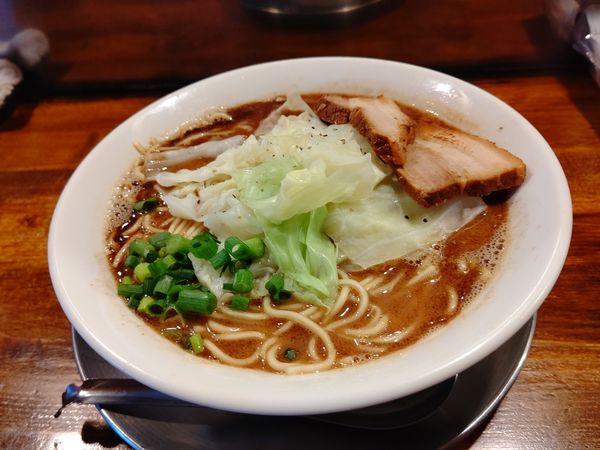 「黒まー油らー麺(並盛・130g)700円」@らー麺屋台 骨のzuiの写真