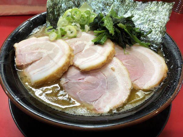「焼き巻き豚バラチャーシュー麺大盛」@家系ラーメン とらきち家の写真