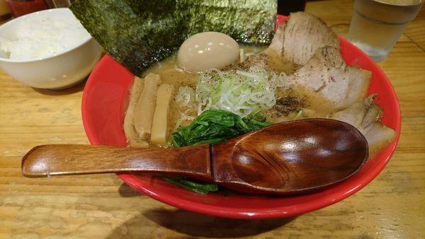「【昼】牛骨味玉ラーメン」@麺屋うしまるの写真