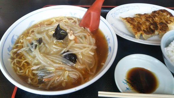 「サンマーメン+半餃子+ライス880円」@中華屋 麗紅の写真