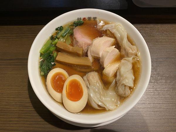 「醤油チャーシューワンタン麺+チャーシュー+半熟煮卵1500円」@らーめん 鉢ノ葦葉 本店の写真