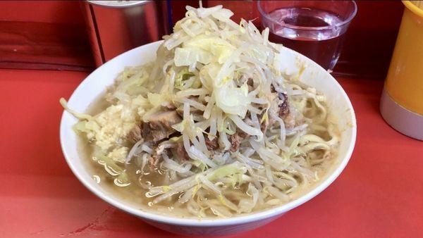 「ぶた入りラーメン 麺半分 ヤサイニンニクアブラ」@ラーメン二郎 三田本店の写真