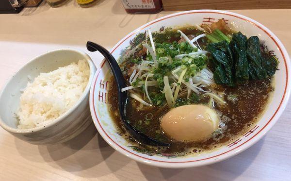 「カレー肉ラーメン+味玉+ライス」@中華そば まるはの写真