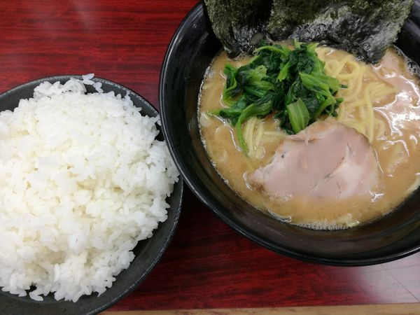 「ラーメン:650円+ライス(無料サービス)」@横浜ラーメン武蔵家 菊名店の写真