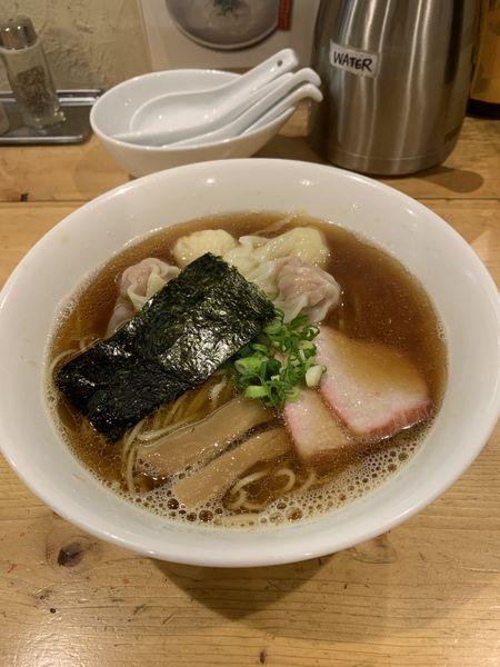 「黒特製ワンタン麺」@支那そば 大和 稲荷町本店の写真