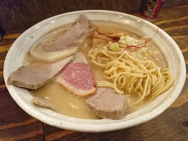 「ラーメン&塩煮豚トッピング」@西中島 光龍益の写真