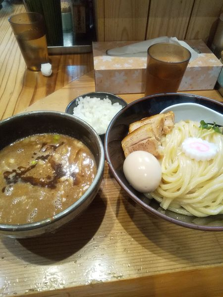 「特製つけ麺 大  タマネギ」@銀座 朧月の写真