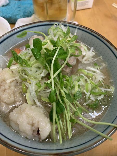 「ゴールデン縞腸 S 和牛脛&筋乗せ 2000円」@MENYA 食い味の道有楽の写真