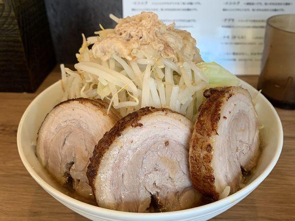 「ラーメン+豚2枚」@らーめん 小烏丸の写真